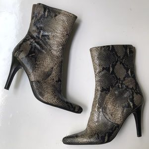 Nine West Faux Python Zip Up Booties Size 8
